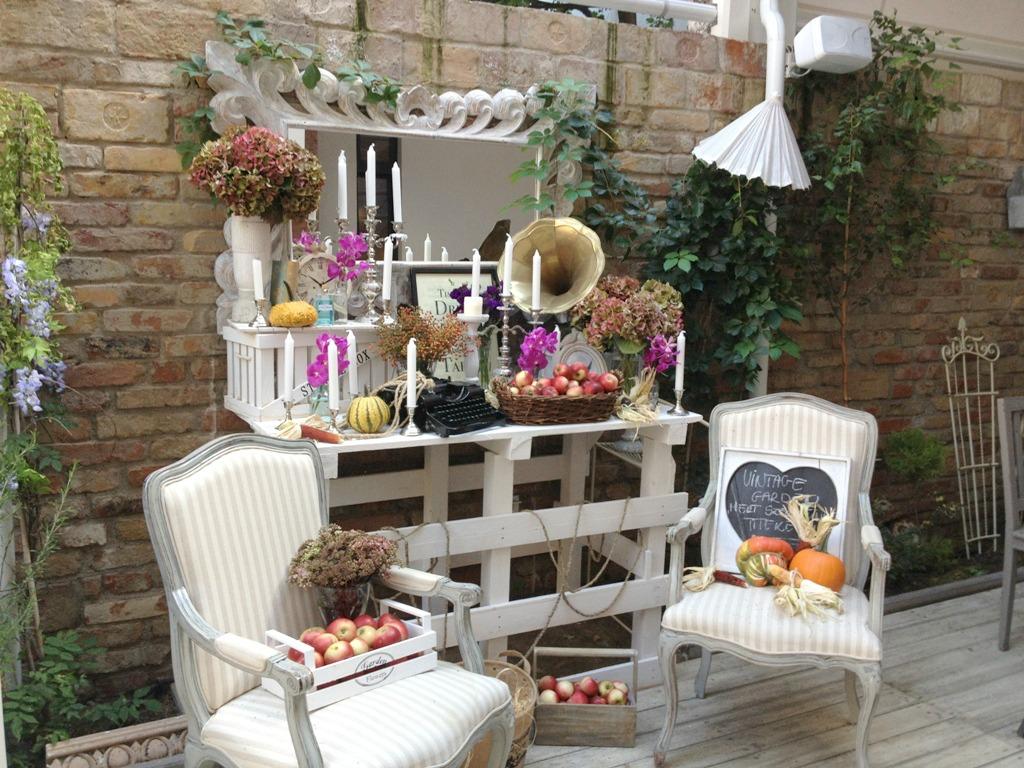 Vintage garden outdoor display full budapest space jam for Vintage weihnachtsdeko